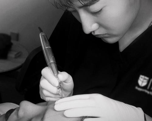 【紫馨好医生】最帅美妆师郎墨:痴迷绘画的艺术灵童